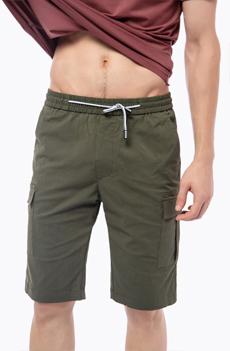 军绿色男士短裤